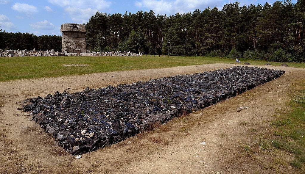Treblinka_Cremation_Pit_2