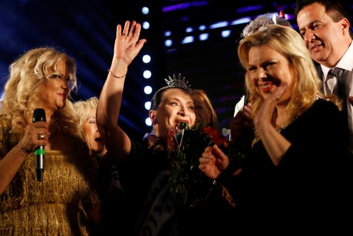 Holocaust survivor Anna Grinis (C), 75, celebrates after winning the annual Holocaust survivors' beauty pageant in the Israeli city of Haifa October 30, 2016.  REUTERS/Amir Cohen